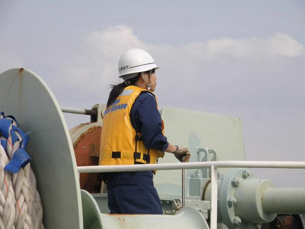 女性海上保安官 女性海上保安官の仕事も基本的には男性海上保安官と変わりません。地上勤務... 女